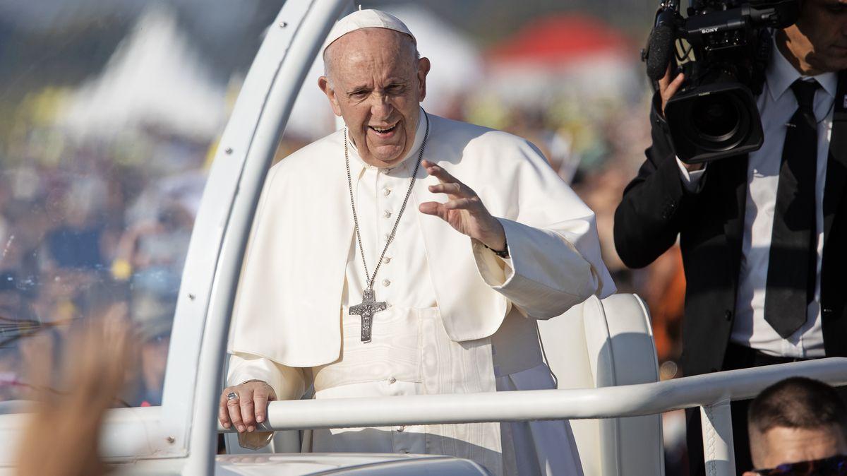 Obrazem: Papež sloužil mši pro 40tisíc lidí, čekalo se jich mnohem víc