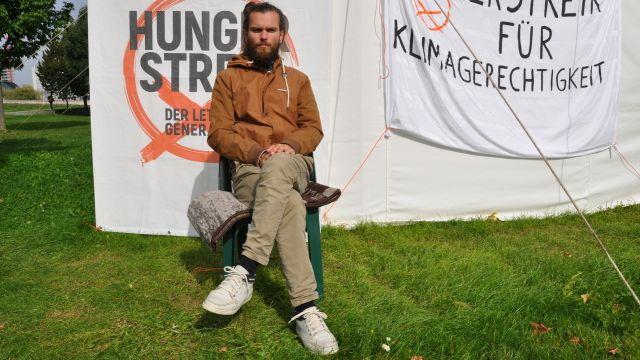 Klimatický aktivista vBerlíně po 27dnech hladovky přestal ipít