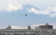 Video: Ukanadského pobřeží hořela loď, převážela chemikálie