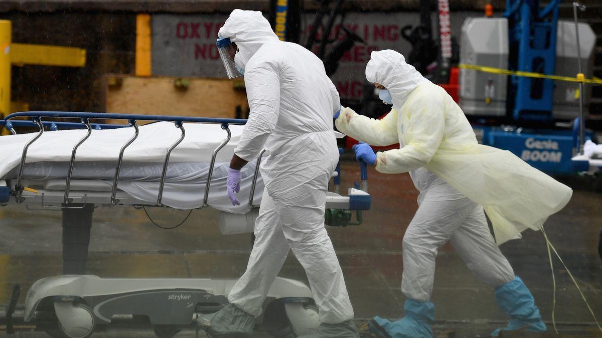 Smutný rekord: VBritánii za jeden den zemřelo 980lidí scovid-19