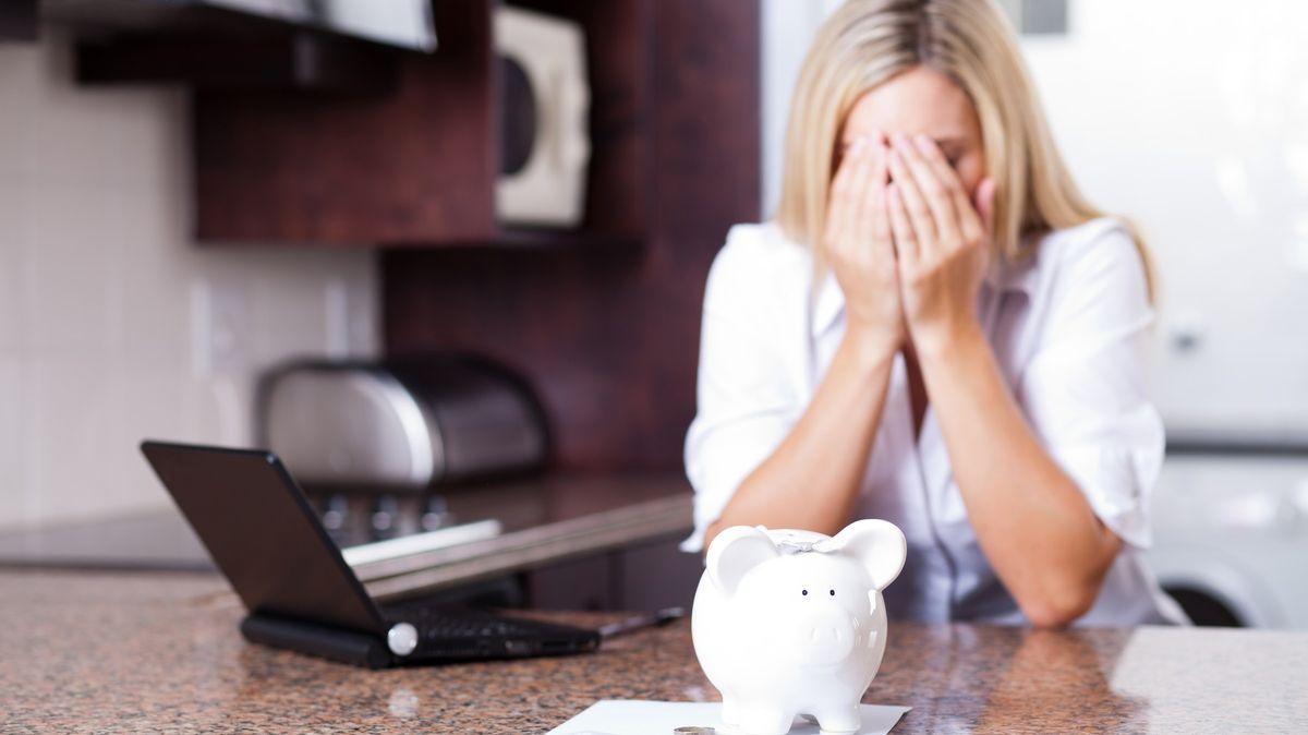 Každý desátý bude mít kvůli koronaviru finanční trable. Koho zasáhne krize nejvíc?
