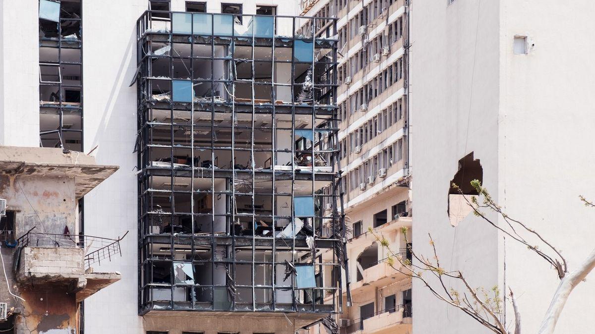 Měsíc od exploze vBejrútu. Opravy váznou, vláda zcela selhala