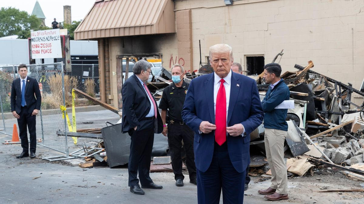 "Trump navštívil Kenoshu. Nepokoje označil za ""domácí terorismus"""