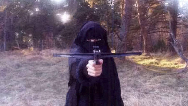 Džihádistická ikona dostala 30let vězení. Nejhledanější žena IS je na útěku