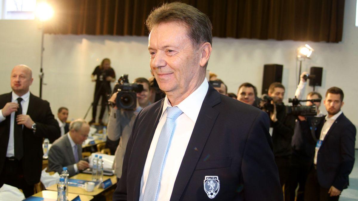 Na volené fotbalové funkce Berbr rezignoval, tu placenou ale neopustil