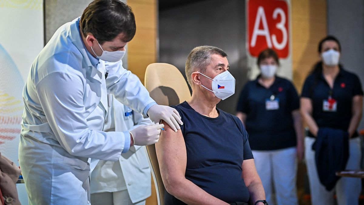 Postup naruby. Nejdřív vypukne očkování a pak přijde kampaň za miliony