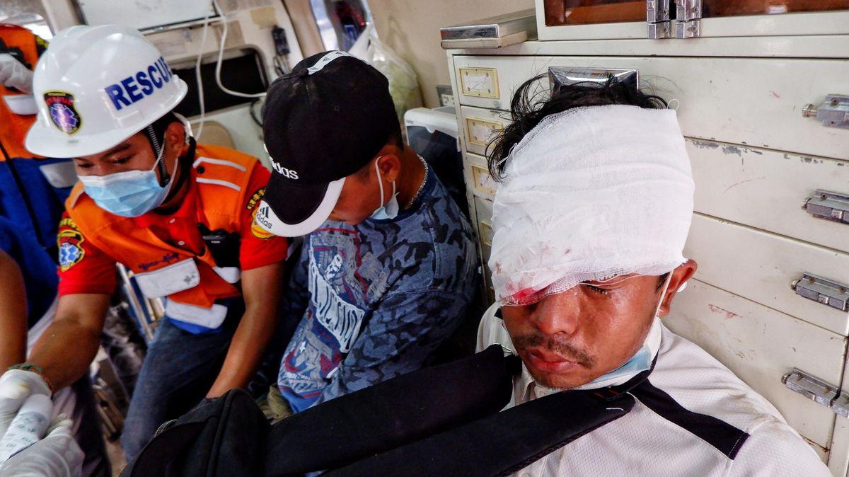 Stávkujte, vyzývá opozice Barmu. Armáda brutálně zasahuje vulicích