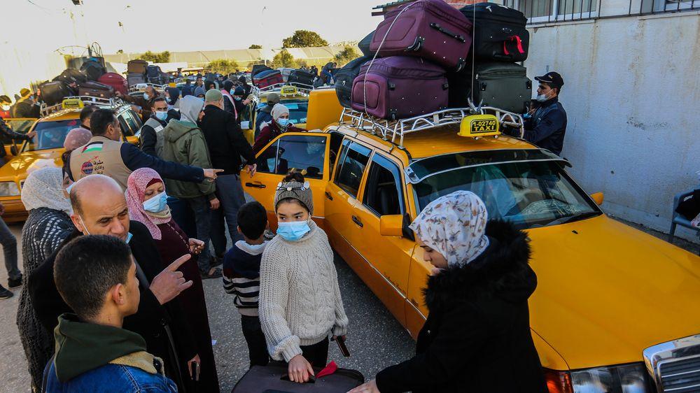 Fotky: Egypt otevřel na čtyři dny přechod zGazy, zvedl tisíce lidí
