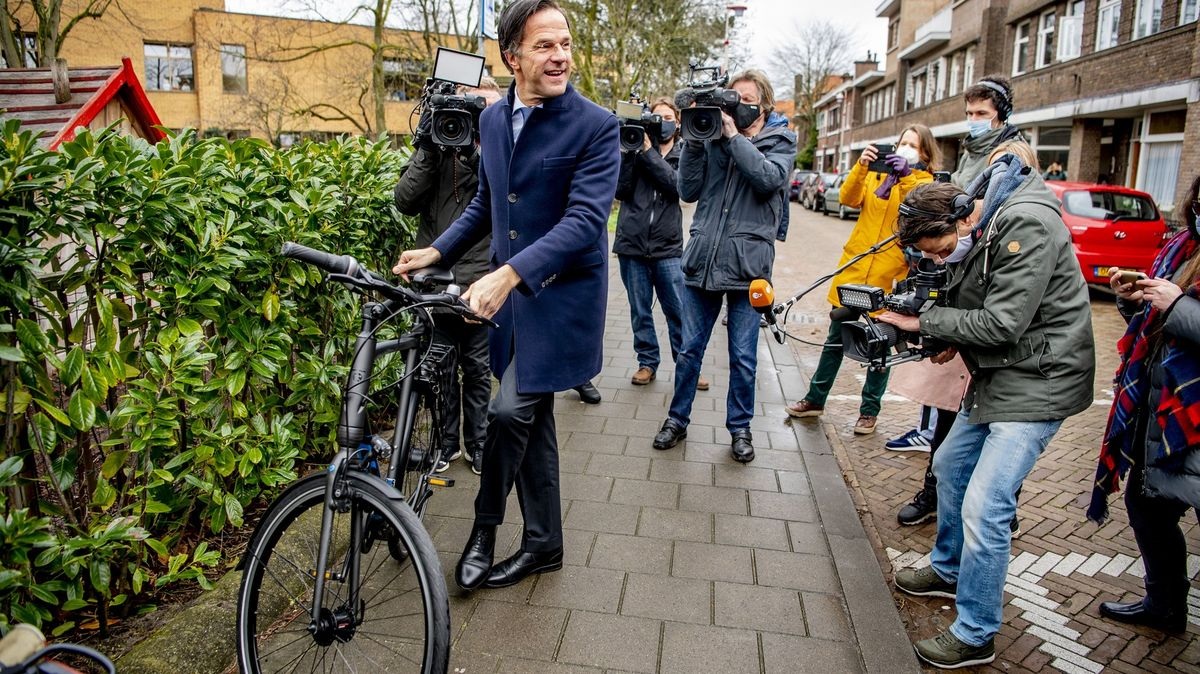 Volby vNizozemsku: Premiér Mark Rutte podle odhadů vyhraje počtvrté