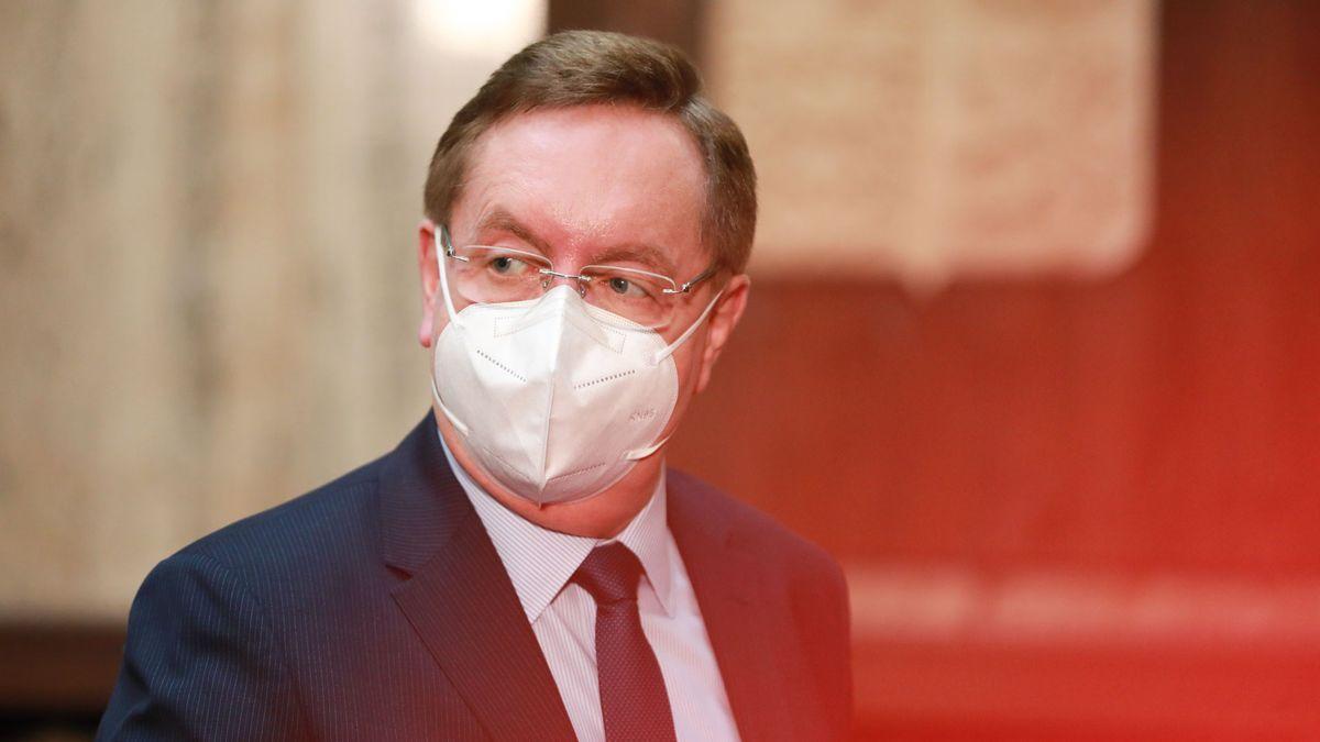 """Skrytý byznys ministra zdravotnictví: desítky milionů za """"kosmetické služby"""""""
