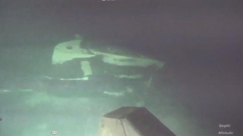 Indonéská armáda zveřejnila video nalezené ponorky. Je na tři kusy