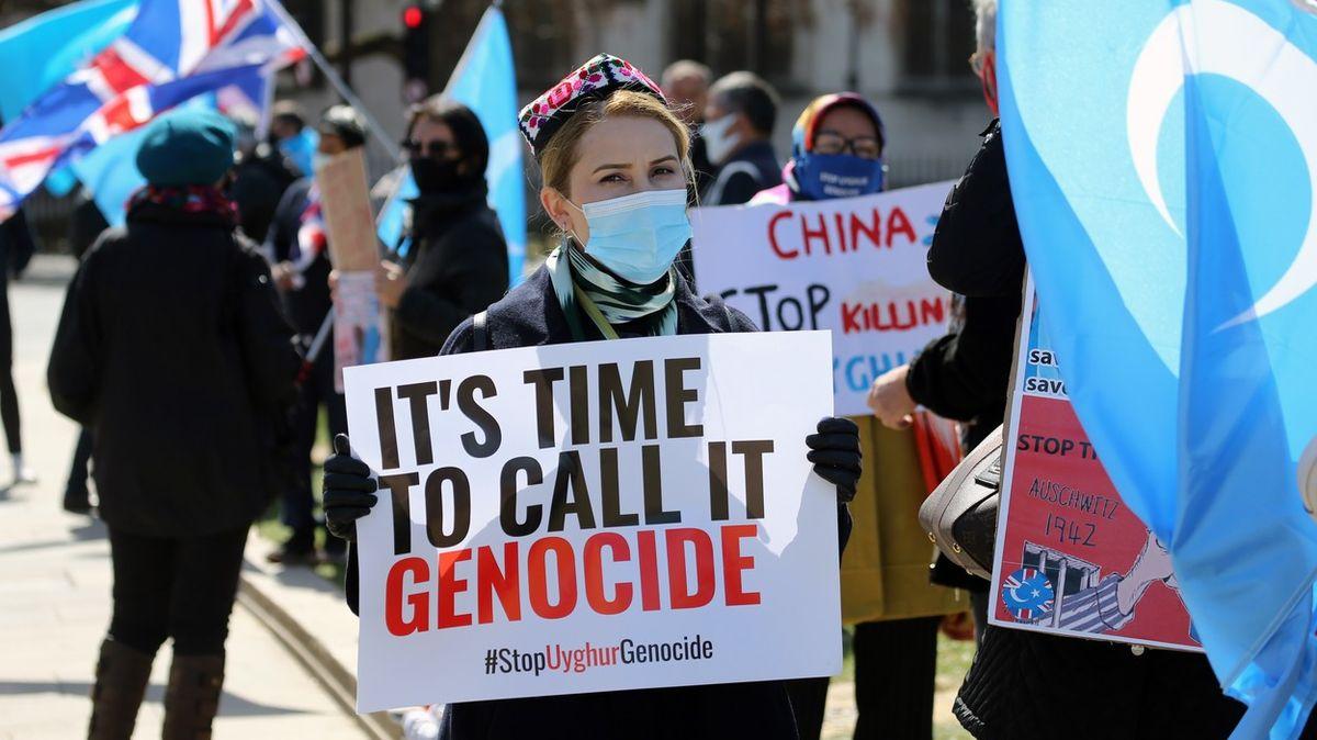 Britové označili zacházení sUjgury za genocidu. Sprostá lež, brání se Čína