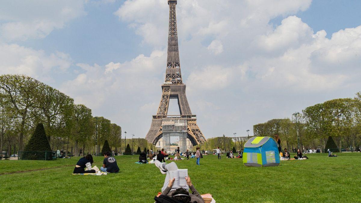 Francie se otevírá, noční zákaz vycházení ale vydrží až do konce června