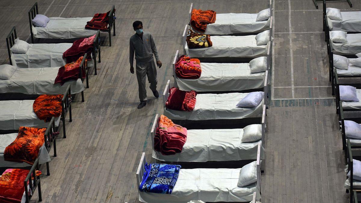 Indie prohrává boj scovidem, mocnosti chystají zdravotnickou pomoc
