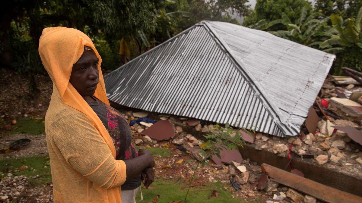 Obětí zemětřesení na Haiti už je skoro 2000.Vzemi začíná třídenní smutek
