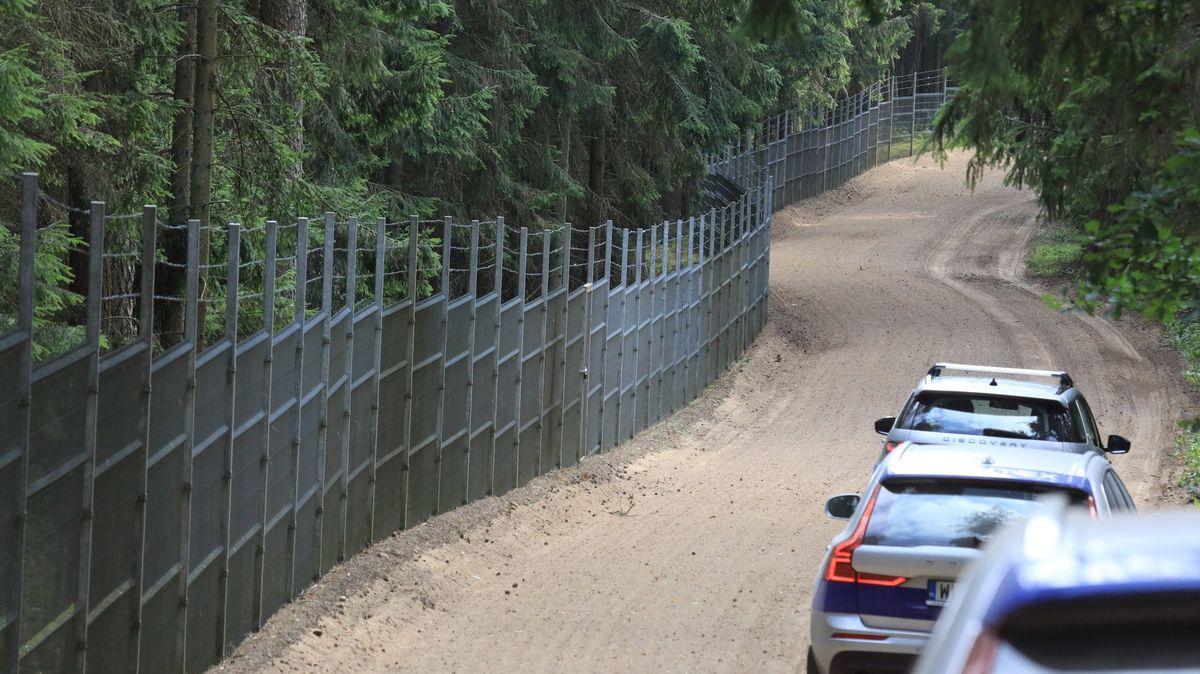 Lotyšsko kvůli přílivu migrantů přes Bělorusko vyhlašuje nouzový stav