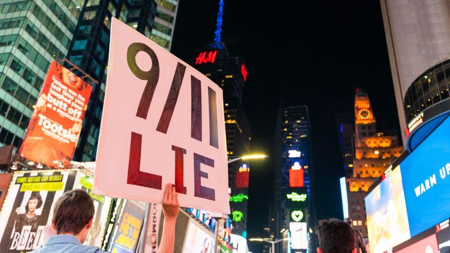 Kdo může za 11.září? Konspirační teorie neztrácejí na síle
