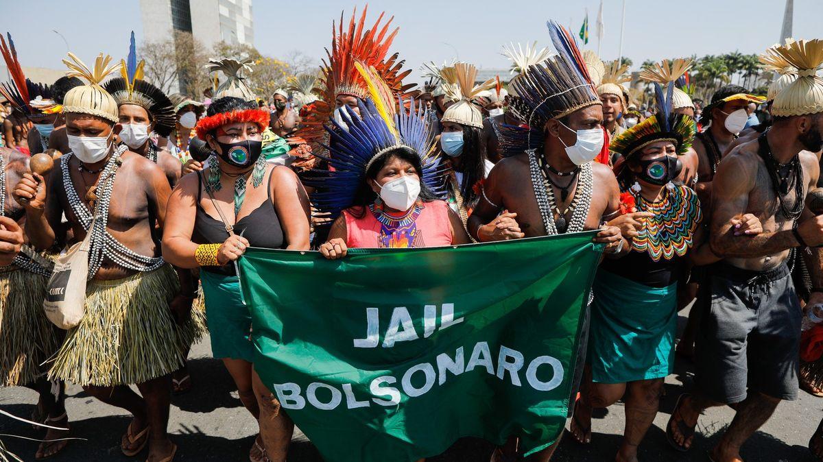 """""""Chtějí vytrhnout naše kořeny."""" VBrazílii už týdny protestují domorodé kmeny"""