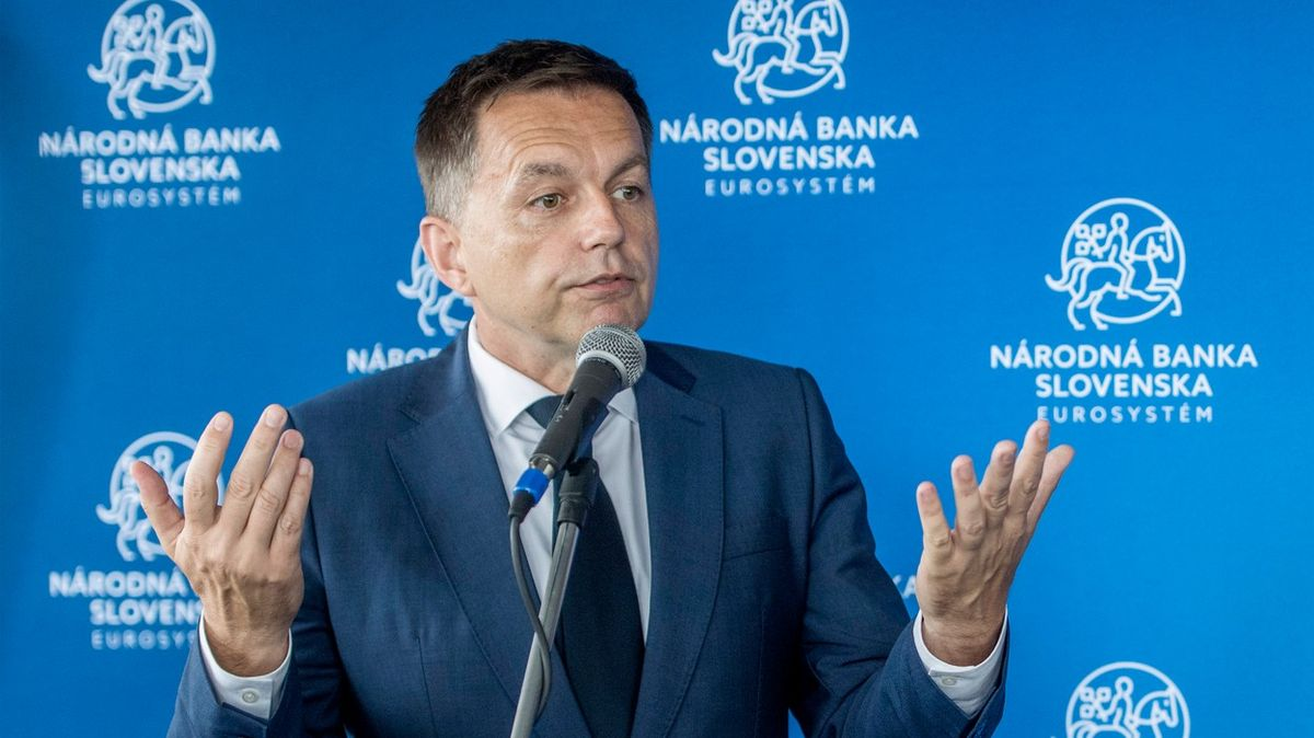 Slovenský guvernér uvázl vsíti. Odstoupit odmítá, a odvolat ho nelze