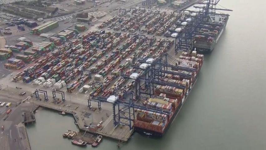 Největší britský přístav se zastavil. Některé zboží bude na Vánoce chybět