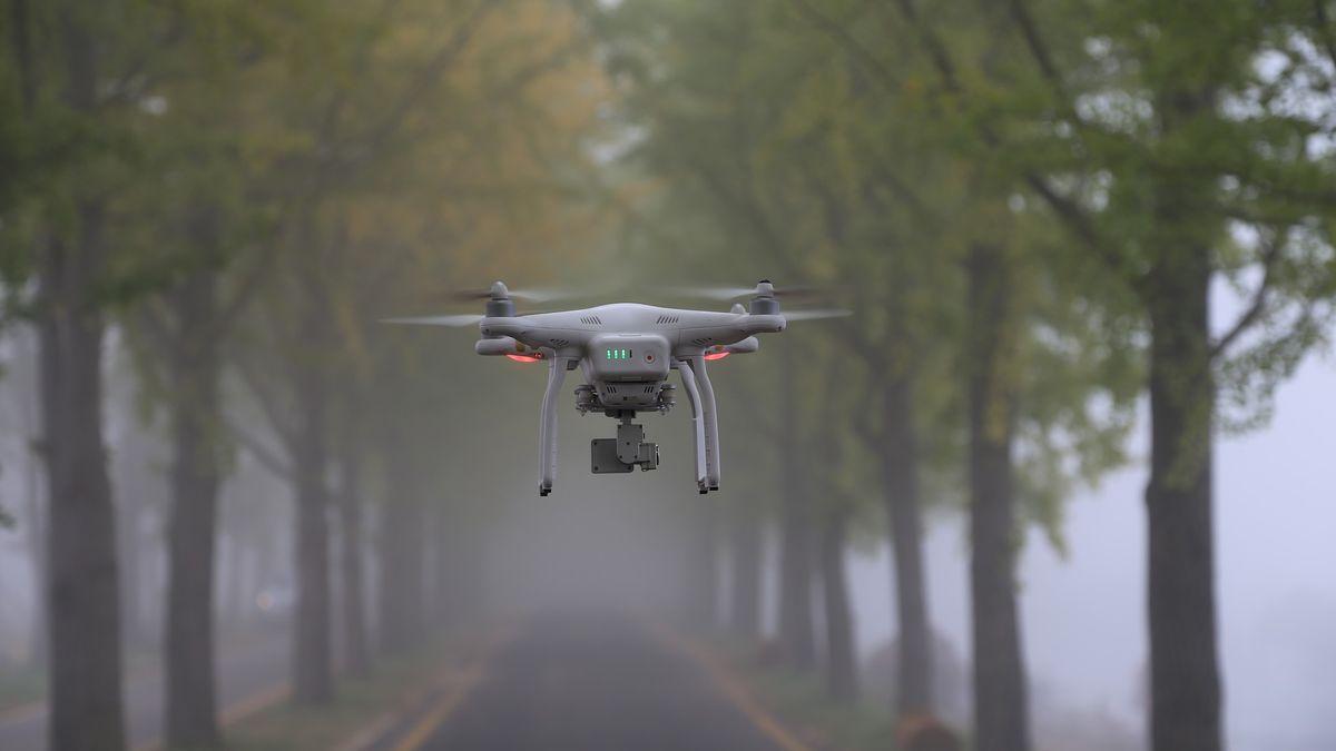 Drony dostanou vylepšené hlídání. Pak budou moci létat stovky kilometrů