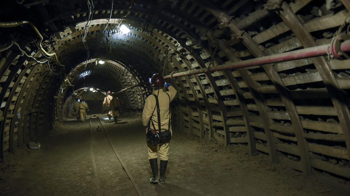 Polským dolem ve Slezsku otřásl výbuch metanu. Na místě jsou záchranáři