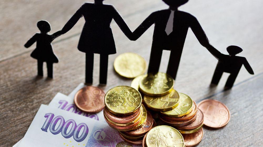 Kdyby české domácnosti chtěly, hravě splatí státní dluh ze svých úspor