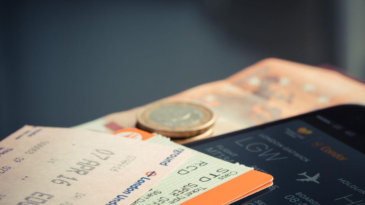 Místo dnů měsíce. Češi čekají na peníze za zrušené lety, jde ostamiliony