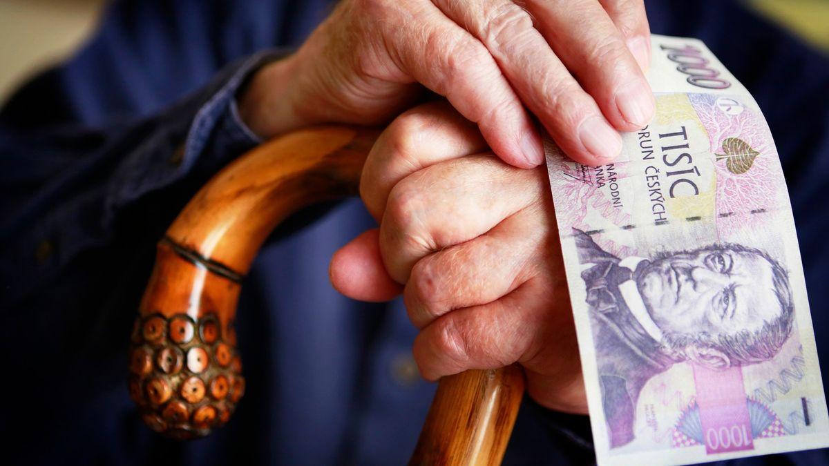 Stát chce naučit lidi, aby se na stáří zajistili sami. Od daní si odečtou každou korunu