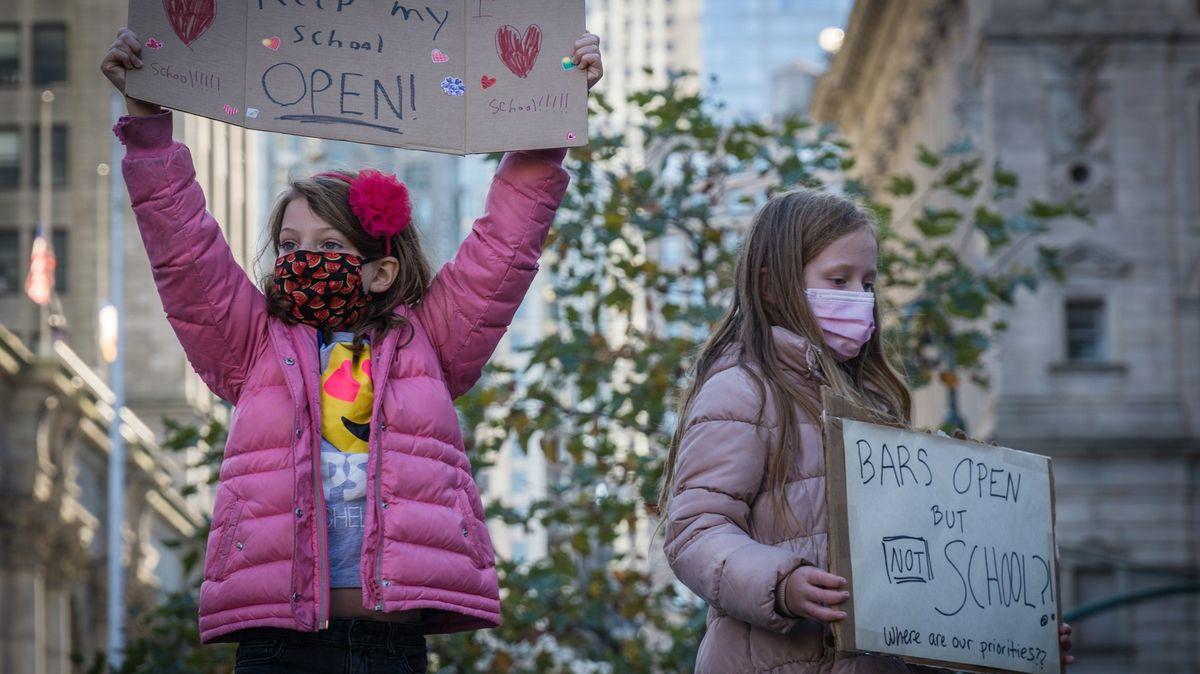 New York kvůli novému vzestupu nákazy zavírá státní školy