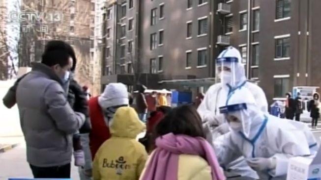 """Video: VČíně kvůli 60nakaženým """"zavřeli"""" miliony lidí"""