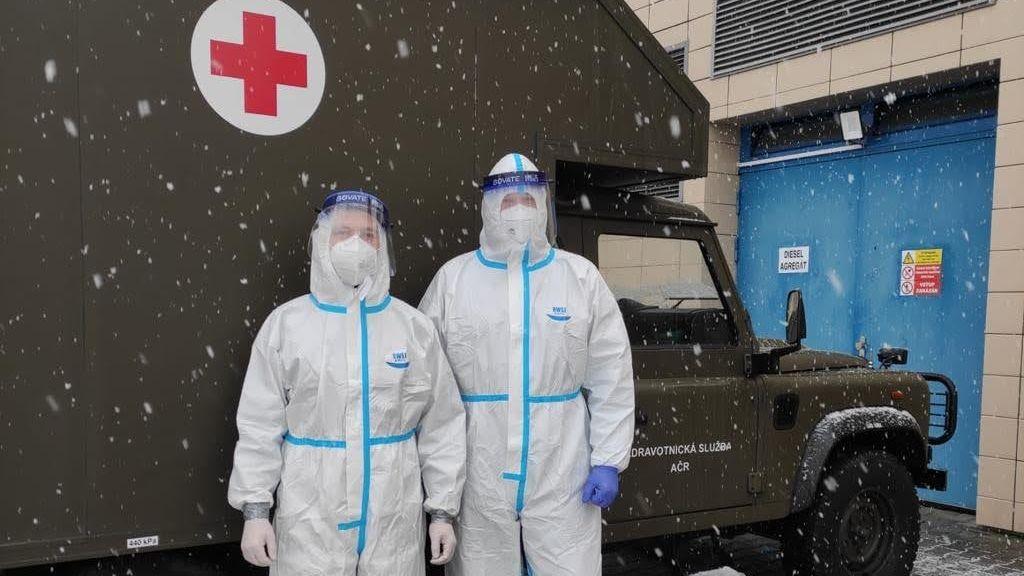 Vojáci vnemocnicích suplují sanitáře, ale mohou iroznášet léky