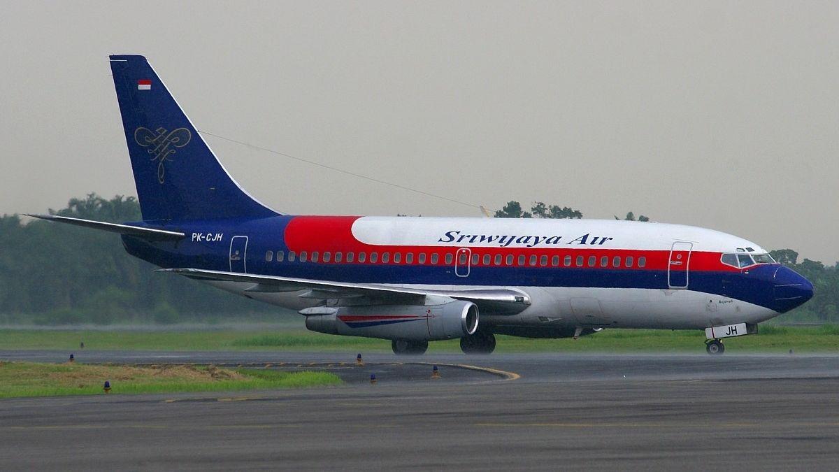 Záchranáři našli místo pádu indonéského letadla. Vmoři objevili trosky ičásti těl
