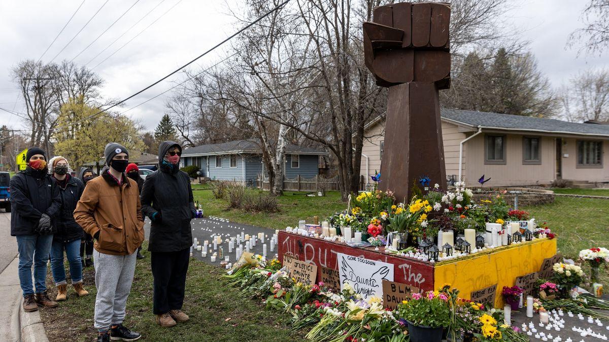 Následky další smrti Afroameričana rukou zákona. Rezignovali dva policisté