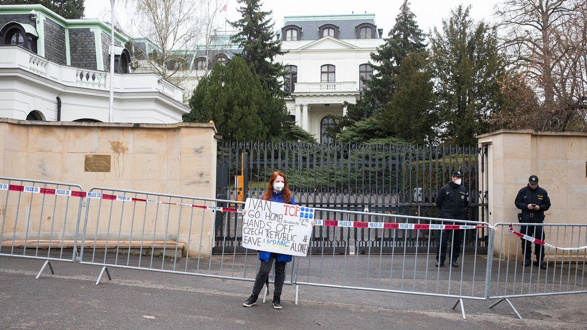 Nejen Česko. Rusové mají početné diplomatické sbory ijinde