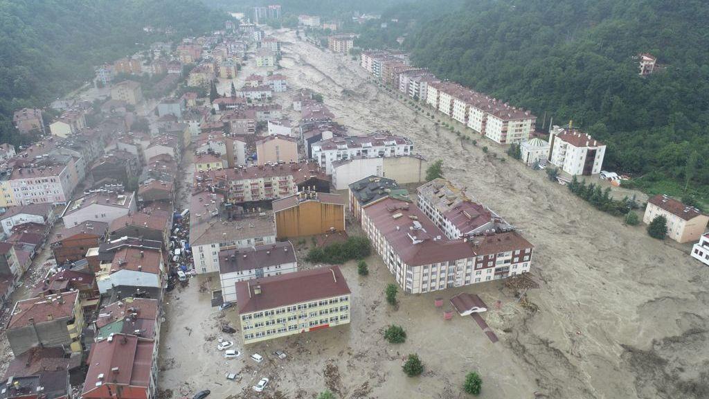 Video: Turecko zasáhly bleskové záplavy. Ulice měst se proměnily vřeky