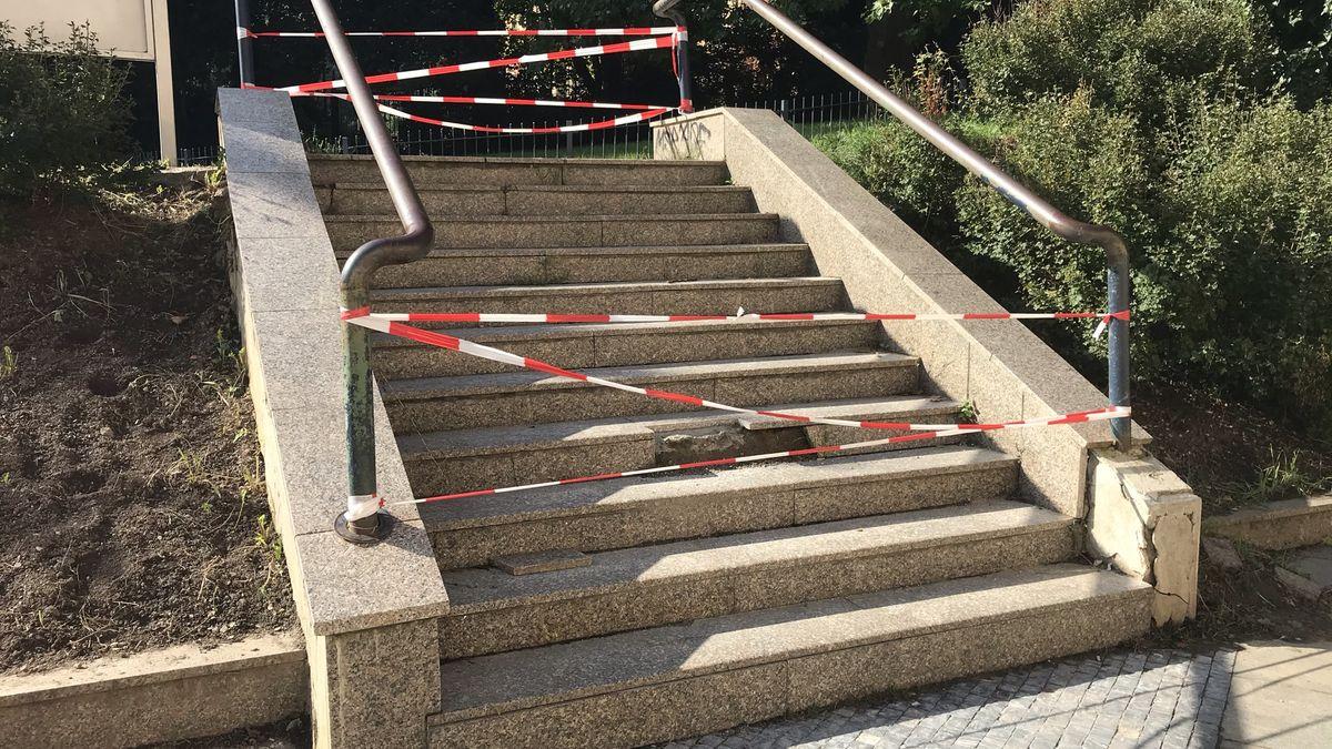 Nejfrekventovanější schody vČesku jsou rozbité. Na opravu čekají od jara