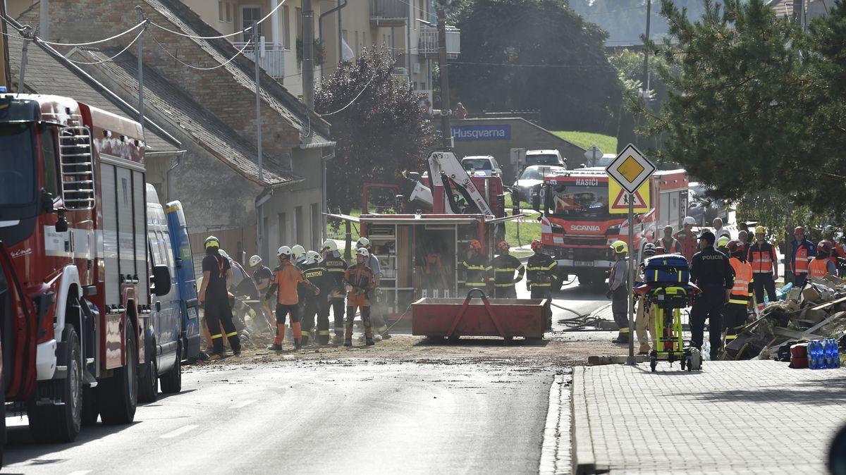 Dva dobrovolní hasiči zemřeli po výbuchu rodinného domu