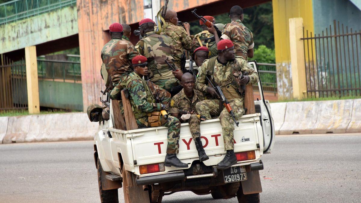 Povstalci tvrdí, že unesli prezidenta. Západoafrická Guinea zřejmě zažívá puč