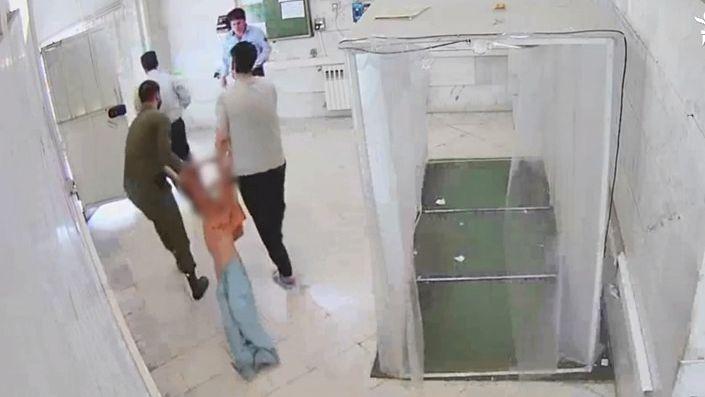 Video: Íránští hackeři usvědčili vězeňské dozorce ztýrání vězňů