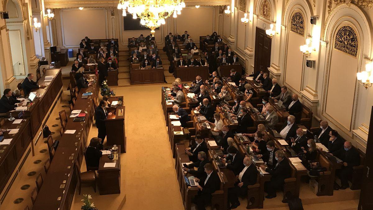 Volební model: ANO ztrácí podporu, komunisté a lidovci mimo Sněmovnu