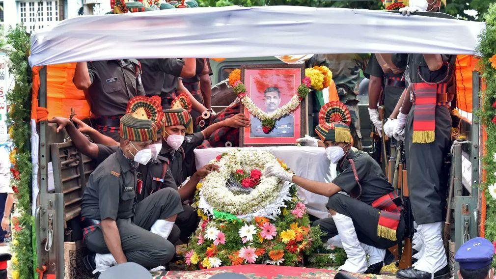 Indové pohřbili vojáky padlé na čínské hranici
