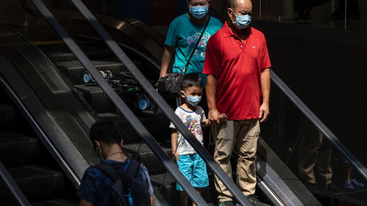 Pandemie dál zrychluje. Nikdy se na světě nenakazilo tolik lidí jako dnes