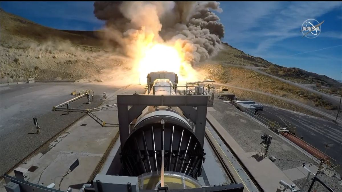 Nejsilnější raketa na Zemi prošla testem. Poletí na Měsíc