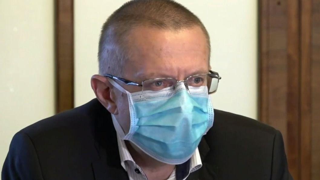 Epidemie podle ministra zpomaluje, hospitalizací ale prudce přibylo