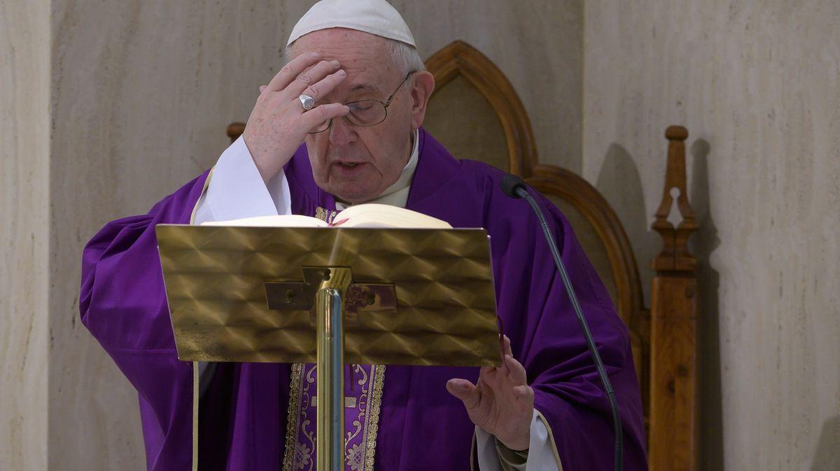 Papež podpořil homosexuály již vloni. Slova byla zrozhovoru vystřižena