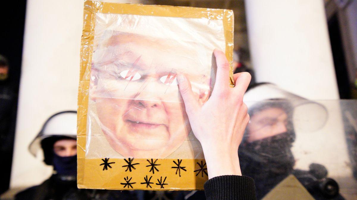 """Braňte Polsko,"" Kaczyński poštval své příznivce proti demonstrantům"