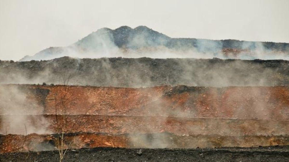 VOstravě hoří jedovatá halda. Na státní Diamo míří miliardová žaloba