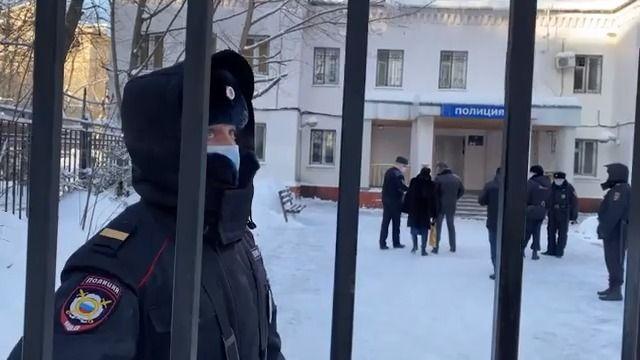Extra rychlý soud rozhodl. Navalnyj bude aspoň měsíc za mřížemi
