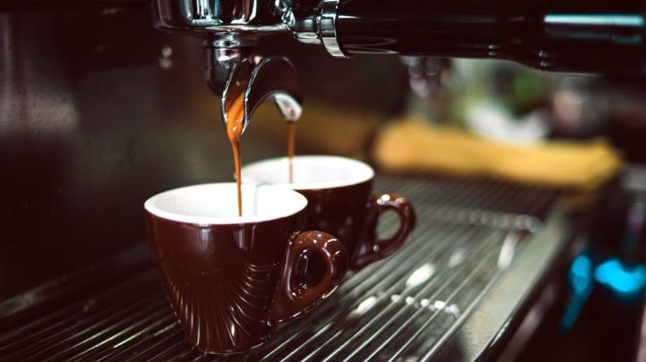 Lockdown změnil kávový rituál. Vzrostly prodeje iopravy kávovarů